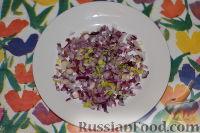 """Фото приготовления рецепта: Салат """"Гранатовый браслет"""" с курицей - шаг №8"""