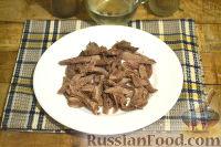 Фото приготовления рецепта: Салат из говядины, яиц и маринованных огурцов - шаг №3