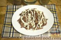 Фото приготовления рецепта: Салат из говядины, яиц и маринованных огурцов - шаг №4