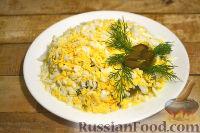 Фото приготовления рецепта: Салат из говядины, яиц и маринованных огурцов - шаг №7