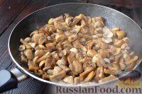 Фото приготовления рецепта: Курник с грибами и картофелем - шаг №7