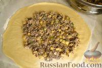 Фото приготовления рецепта: Курник с грибами и картофелем - шаг №9