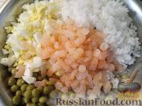 Фото приготовления рецепта: Салат из креветок с рисом - шаг №5