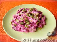 Фото к рецепту: Свекольный салат с тыквенными семечками