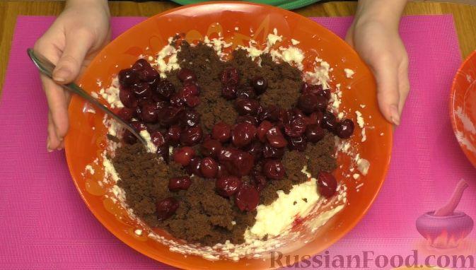 """Фото приготовления рецепта: Торт """"Пьяная вишня"""" - шаг №11"""