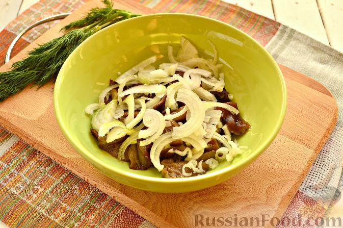 Фото приготовления рецепта: Творожная запеканка с тыквой, изюмом и корицей - шаг №13