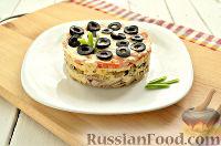 Фото к рецепту: Слоеный салат с курицей и грибами