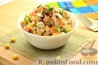 Фото к рецепту: Салат с курицей, шампиньонами и свежими помидорами