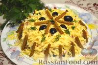 Фото к рецепту: Салат с крабовыми палочками и маслинами