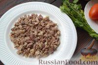 Фото приготовления рецепта: Слоеный салат с говядиной и овощами - шаг №2
