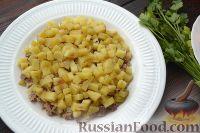 Фото приготовления рецепта: Слоеный салат с говядиной и овощами - шаг №3