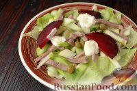 Фото к рецепту: Салат с языком и яблоками