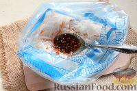 Фото приготовления рецепта: Салат из редьки, моркови и перца - шаг №5