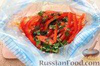 Фото приготовления рецепта: Салат из редьки, моркови и перца - шаг №7