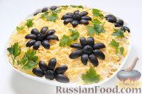 Фото к рецепту: Слоеный салат «Крабы в шубе», с рисом и сухариками