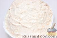 Фото приготовления рецепта: Слоеный салат «Крабы в шубе», с рисом и сухариками - шаг №9
