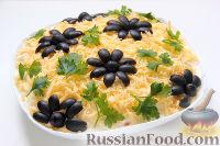 Фото приготовления рецепта: Слоеный салат «Крабы в шубе», с рисом и сухариками - шаг №11