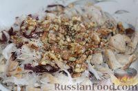 Фото приготовления рецепта: Салат из редьки, с курицей и орехами - шаг №10