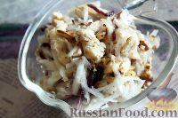 Фото приготовления рецепта: Салат из редьки, с курицей и орехами - шаг №11
