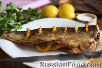 Фото к рецепту: Горбуша, запеченная в духовке целиком