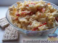 Фото к рецепту: Салат с куриным филе, болгарским перцем и ананасом