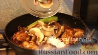 Фото приготовления рецепта: Курица в пикантном кисло-сладком соусе - шаг №8