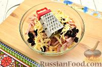 Фото приготовления рецепта: Салат с капустой и колбасой - шаг №8