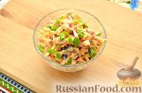 Фото приготовления рецепта: Салат с капустой и колбасой - шаг №10