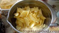 Фото приготовления рецепта: Пирог с яблоками и сметанным кремом - шаг №4