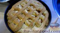 Фото приготовления рецепта: Пирог с яблоками и сметанным кремом - шаг №6