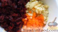 Фото приготовления рецепта: Винегрет с огурцами, квашеной капустой и горошком - шаг №1