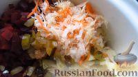 Фото приготовления рецепта: Винегрет с огурцами, квашеной капустой и горошком - шаг №2