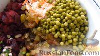 Фото приготовления рецепта: Винегрет с огурцами, квашеной капустой и горошком - шаг №3