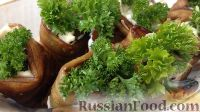 Фото к рецепту: Рулетики из баклажанов с сырной начинкой