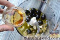 Фото приготовления рецепта: Салат с языком, авокадо и тапенадом - шаг №3