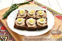 Фото приготовления рецепта: Тартинки с паштетом и перепелиными яйцами - шаг №7