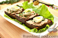 Фото приготовления рецепта: Тартинки с паштетом и перепелиными яйцами - шаг №8