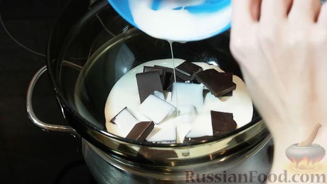 Фото приготовления рецепта: Сметанное желе с бананом и какао - шаг №4