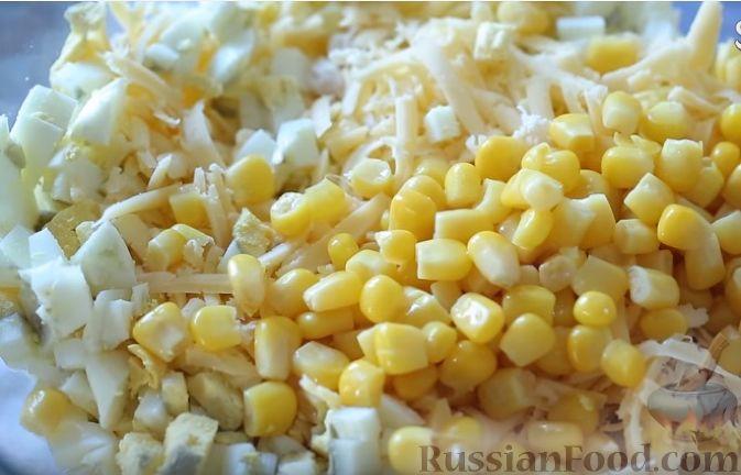 Фото приготовления рецепта: Сытный салат с курицей - шаг №4