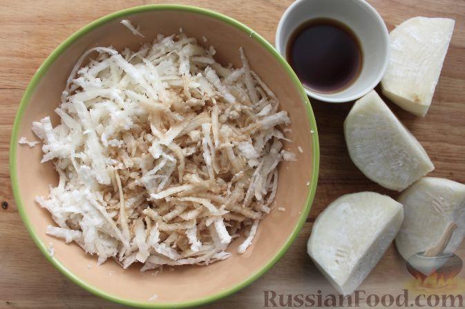 Фото приготовления рецепта: Салат из черной редьки с говядиной - шаг №2