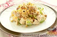 Фото к рецепту: Салат с курицей, ананасом и орехами