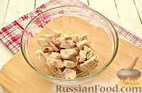 Фото приготовления рецепта: Салат с курицей, ананасом и орехами - шаг №2