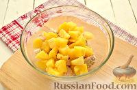 Фото приготовления рецепта: Салат с курицей, ананасом и орехами - шаг №3