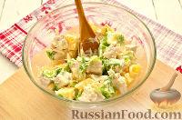 Фото приготовления рецепта: Салат с курицей, ананасом и орехами - шаг №6