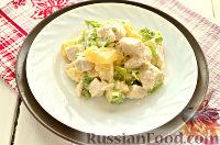 Фото приготовления рецепта: Салат с курицей, ананасом и орехами - шаг №7