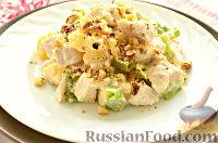 Фото приготовления рецепта: Салат с курицей, ананасом и орехами - шаг №8