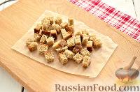 Фото приготовления рецепта: Салат из редьки, с беконом и сухариками - шаг №2