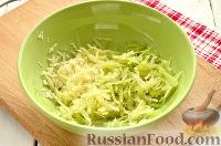 Фото приготовления рецепта: Салат из редьки, с беконом и сухариками - шаг №4
