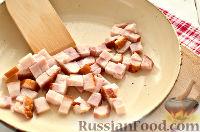 Фото приготовления рецепта: Салат из редьки, с беконом и сухариками - шаг №6