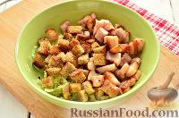 Фото приготовления рецепта: Салат из редьки, с беконом и сухариками - шаг №8